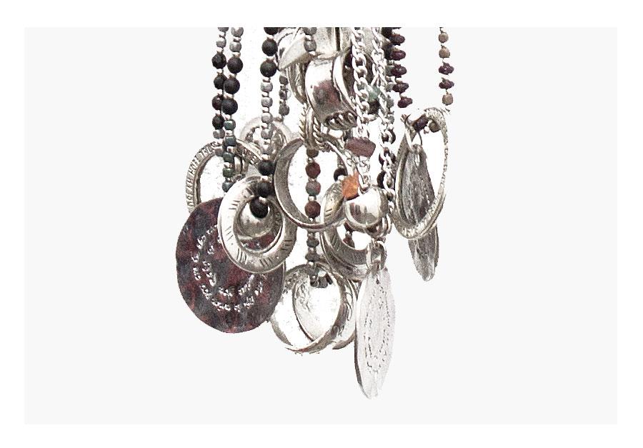 Los collares de Gloria Dotes, tesoros rescatados de la naturaleza